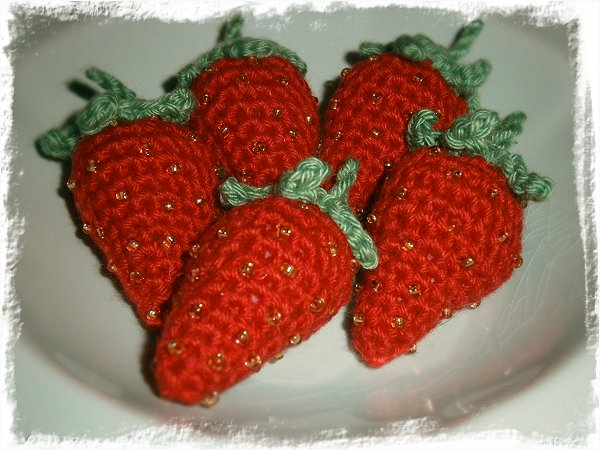 Oätbara virkade jordgubbar