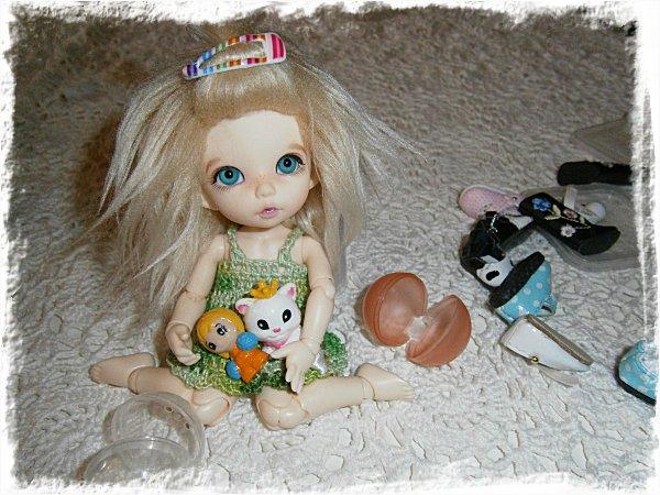 Alba-Stina får leksaker
