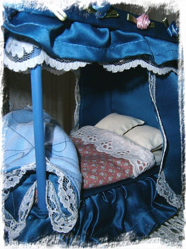 Uppbäddad säng