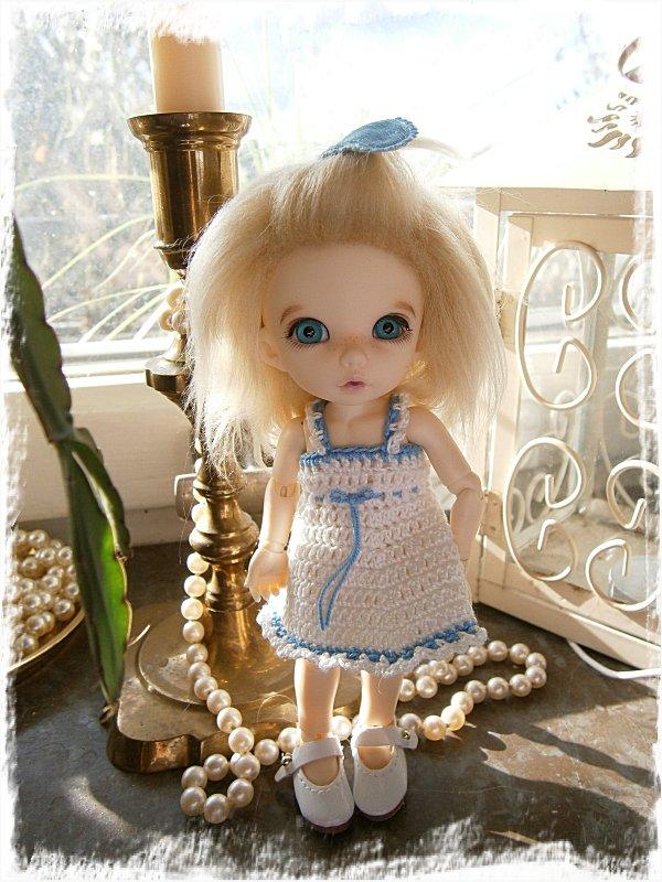 Alba-Stina i sin nya klänning