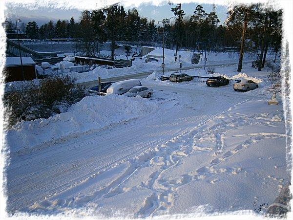 snöig parkering