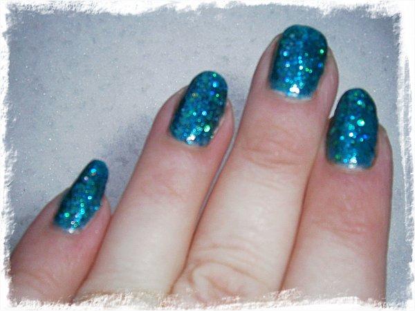 Orly Go Deeper - blixt, suddig för att framhäva glittret bättre