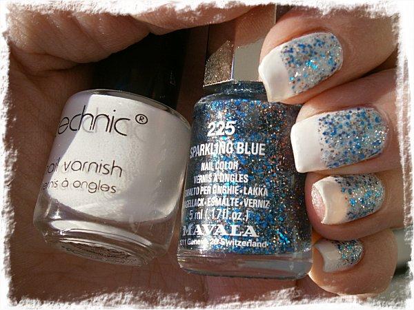 Glittrig funky french i blått och vitt