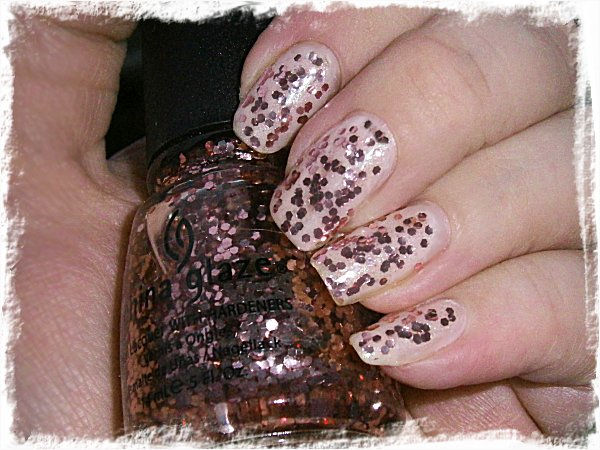 China Glaze Doll House över China Glaze Encouragement