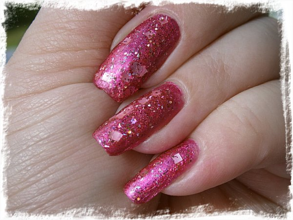 Dollish Polish A Peachy Princess över  Sally Hansen Ruby Diamond