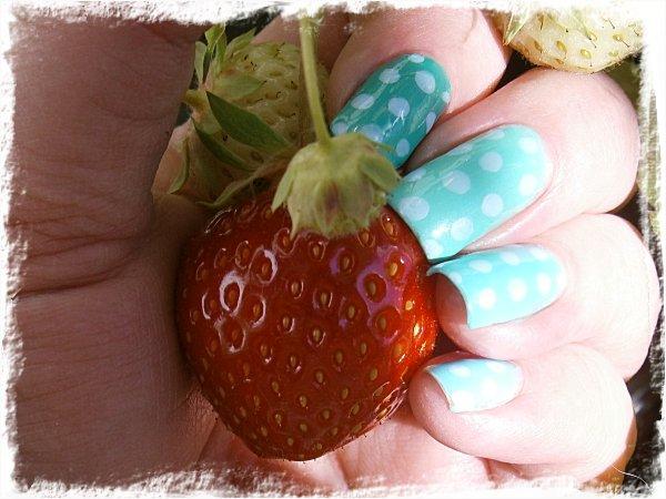 Årets första egenodlade jordgubbe!